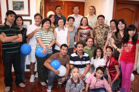 Portrait Of The Filipino Family 2009